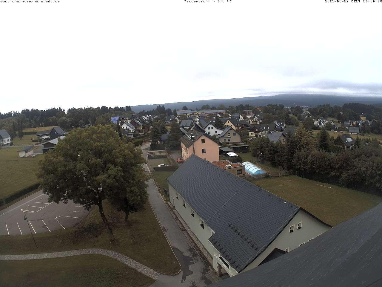 Blick zum Erzgebirgskamm mit Fichtelberg, Keilberg und Plattenberg
