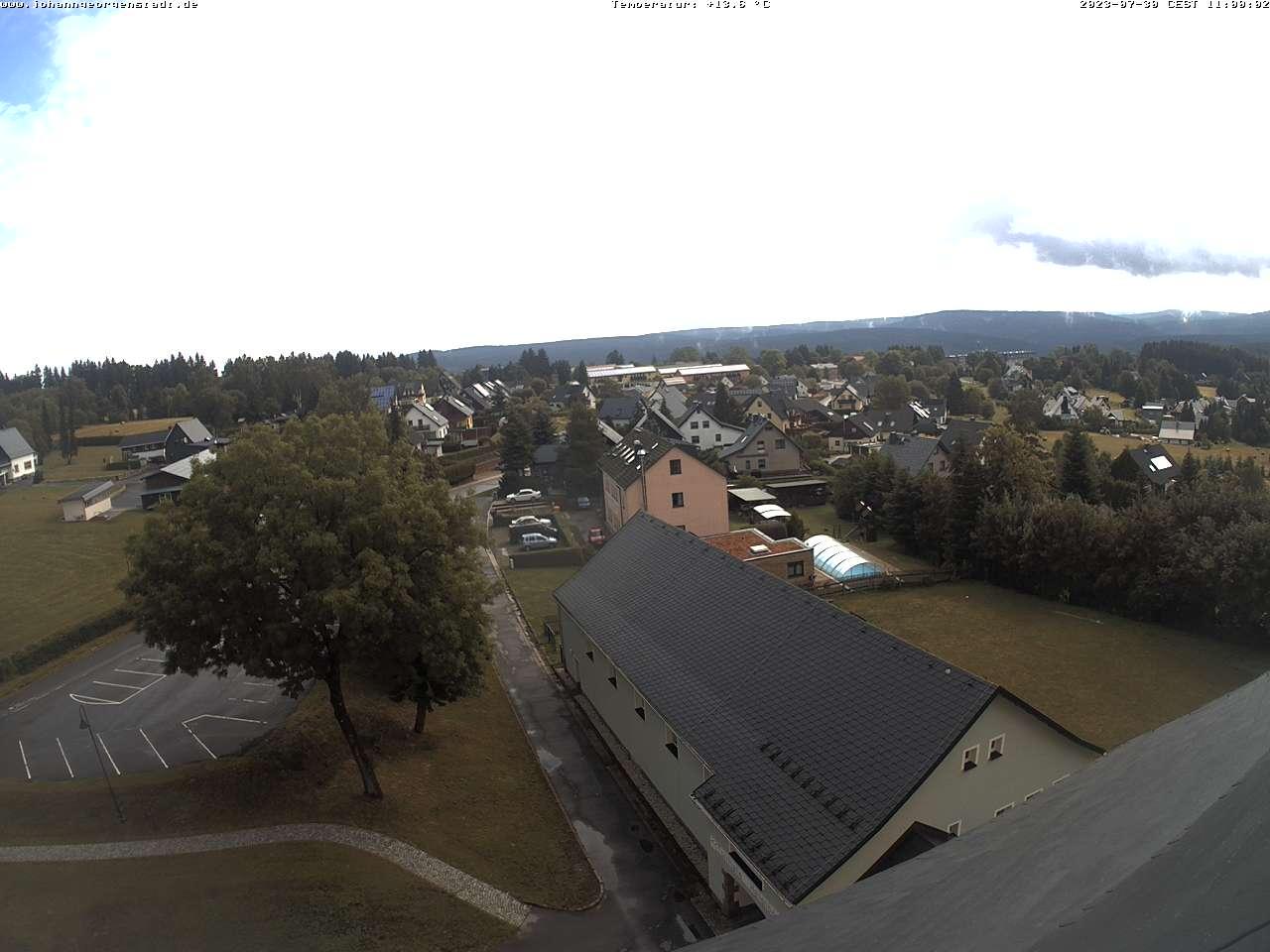 Blick zum Erzgebirgskamm mit Fichtelberg und Keilberg
